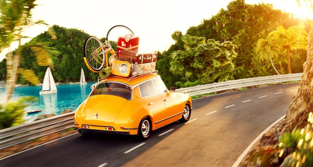 リゾート地を走る車