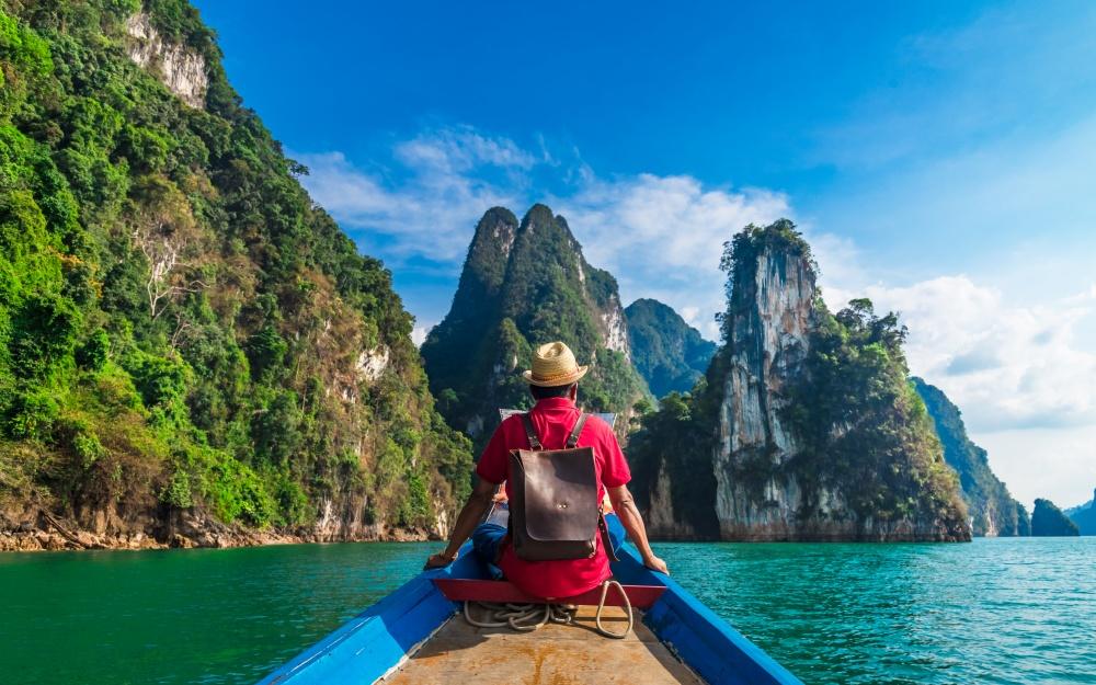 川を渡る冒険家